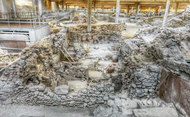 Akrotiri at Santorini: A day in the prehistoric life